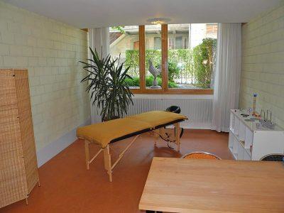 Therapieraum, im Gebäude der Stern Apotheke an Bahnhofstrasse 20 in Worb. Foto: Wiedmer, Christian; Worb, 2018.