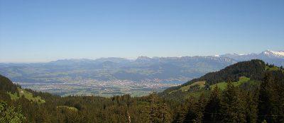Aussicht vom Grunigel auf das Aaretal, das Ober-Emmental und die Alpen. Foto: Wiedmer, Christian: Worb.
